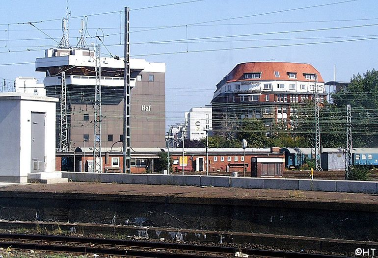 http://img442.imageshack.us/img442/6708/hthauptbahnhof1ky6.jpg